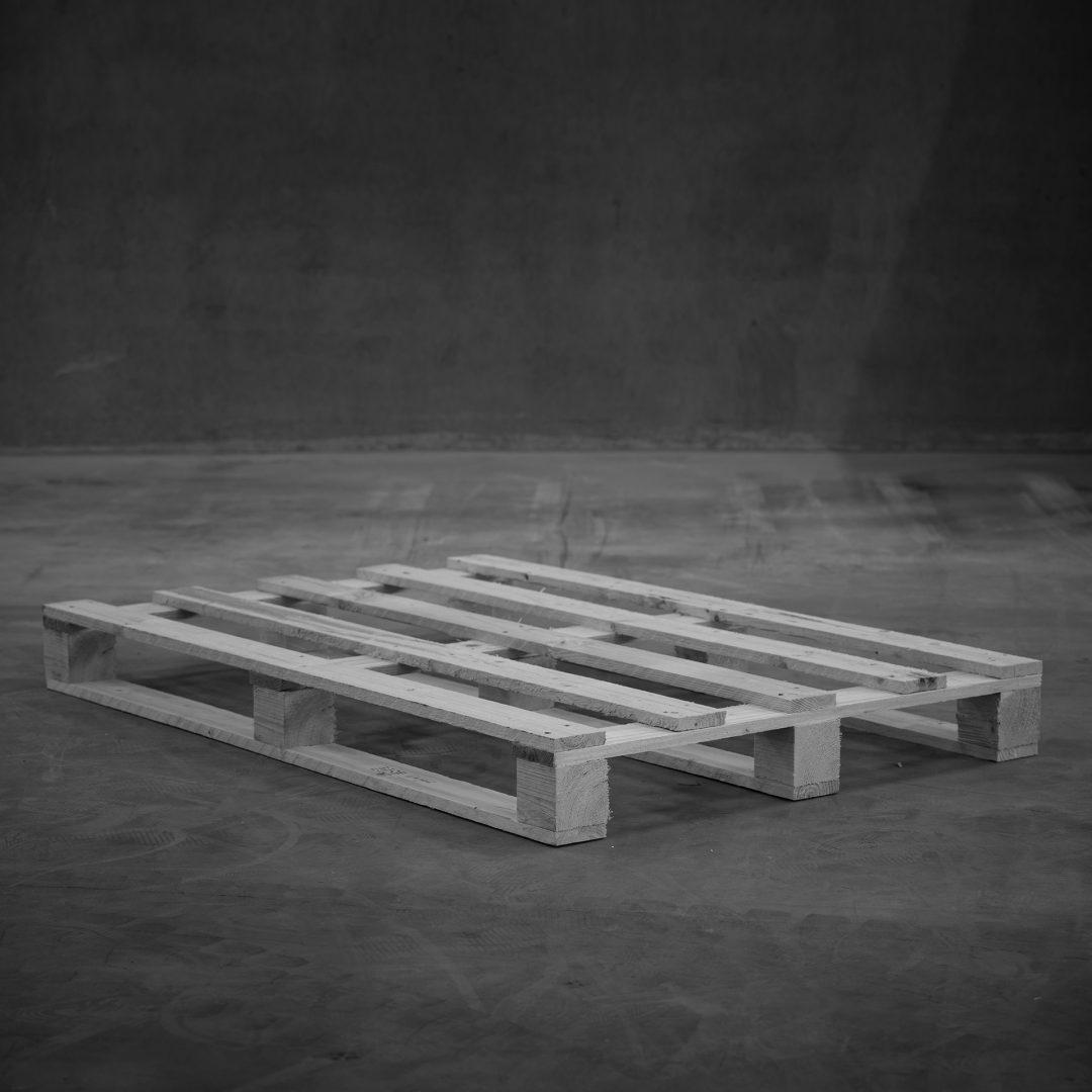 Produktfoto: Engångs helpall på betonggolv.